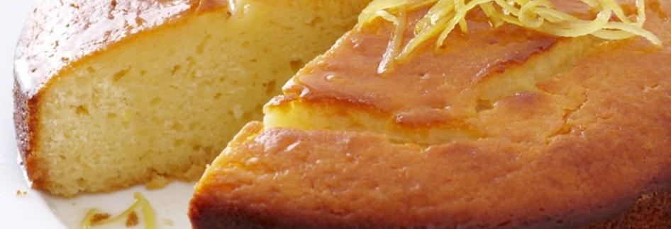 Le gâteau au yaourt prêt à être mangé