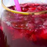 Recette : profitez des vertus de l'hibiscus avec un jus de bissap fait maison